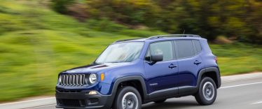 2017-Jeep-Renegade-Sport-4x4-front-three-quarter-in-motion-03.jpg